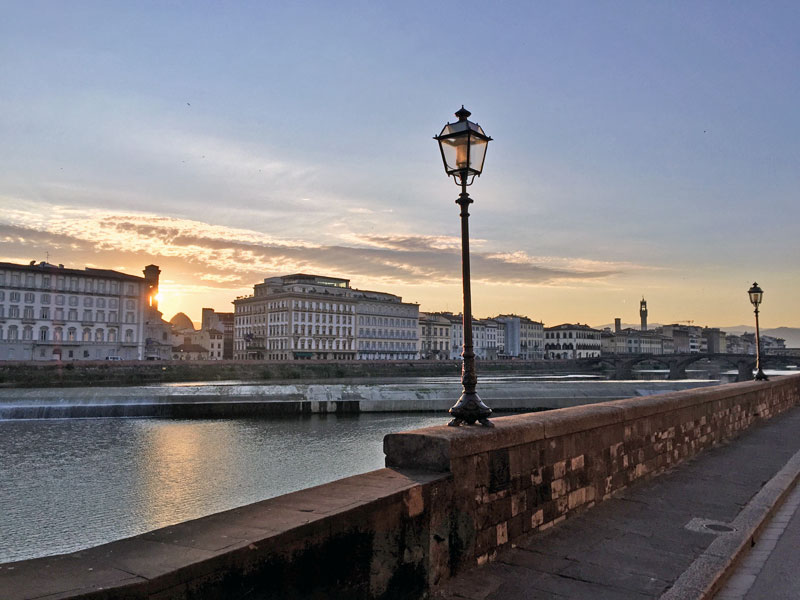 Living in Florence, Italy :: Sunrise stroll along the Arno