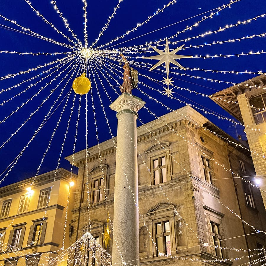 Living in Florence, Italy :: Piazza Santa Trinita